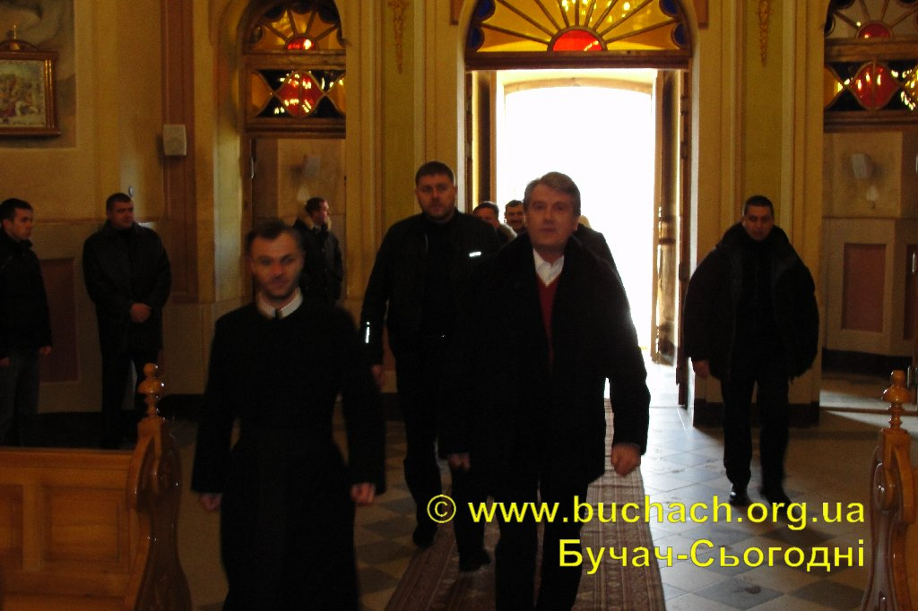 http://buchach.org.ua/images/stories/04.01.10/003.JPG