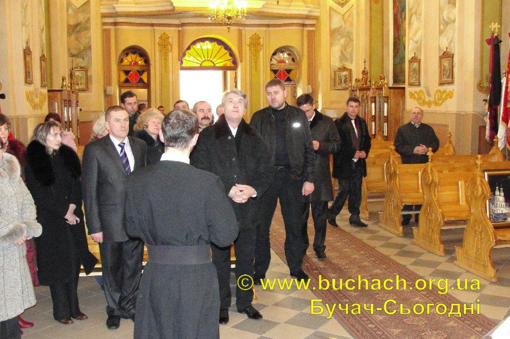 http://buchach.org.ua/images/stories/04.01.10/006.JPG
