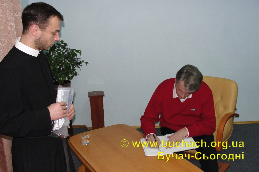 http://buchach.org.ua/images/stories/04.01.10/012.JPG